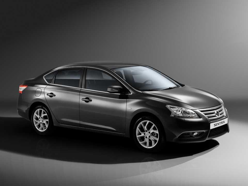 Nissan Sentra - Вид сбоку
